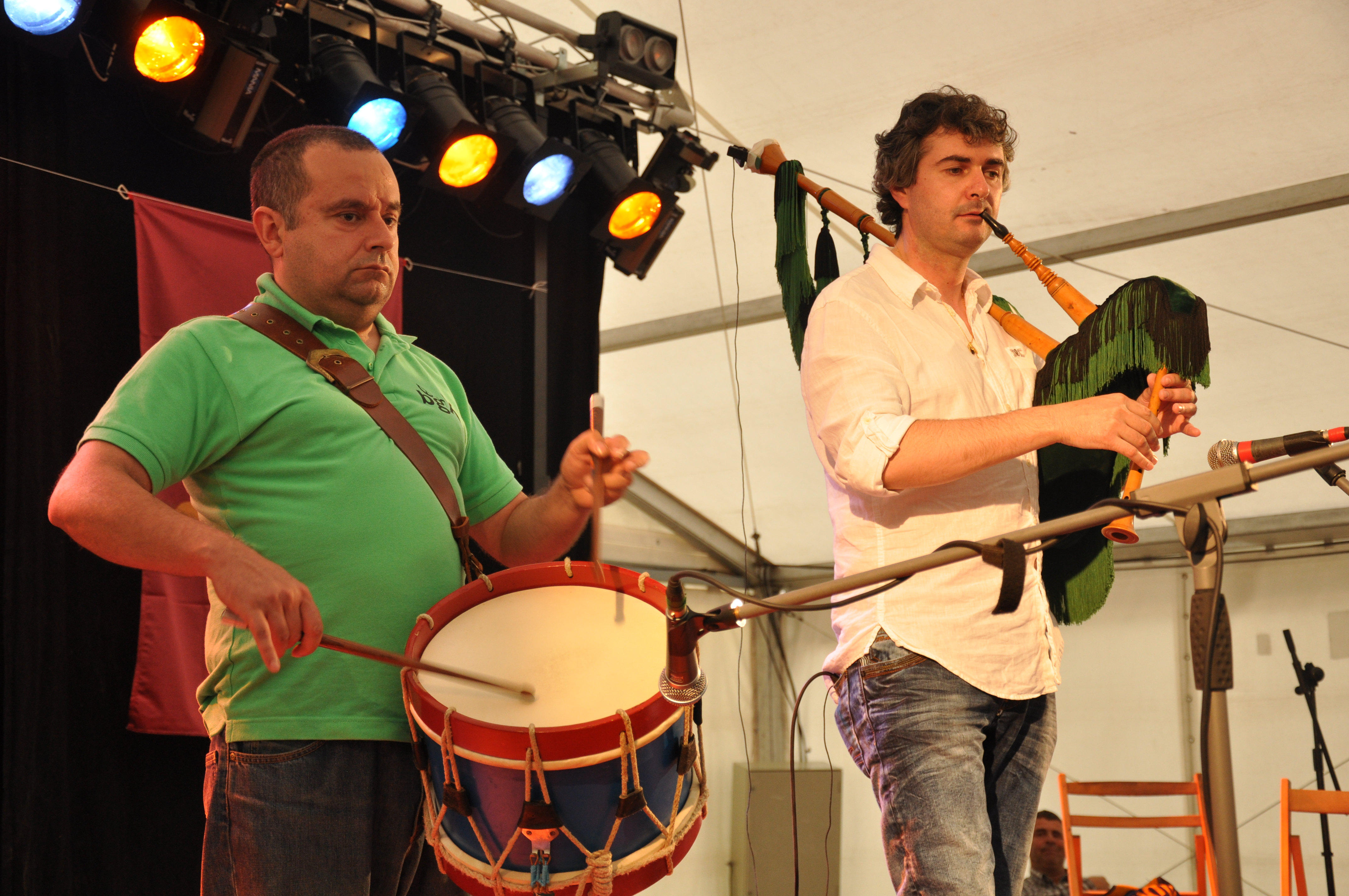 Manuel Durán (tambor) y Ricardo Soberado (gaita)